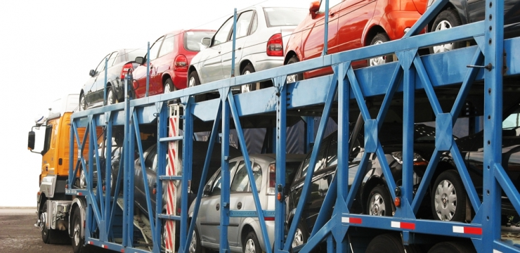 Pros and Cons of Auto Transport for Your Vehicle During a Move